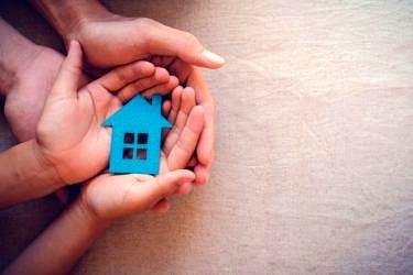 親のアパート経営を相続放棄すべきか|相続と売却について