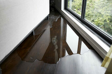 マンションで水漏れが起きる原因と対策を分かりやすく解説